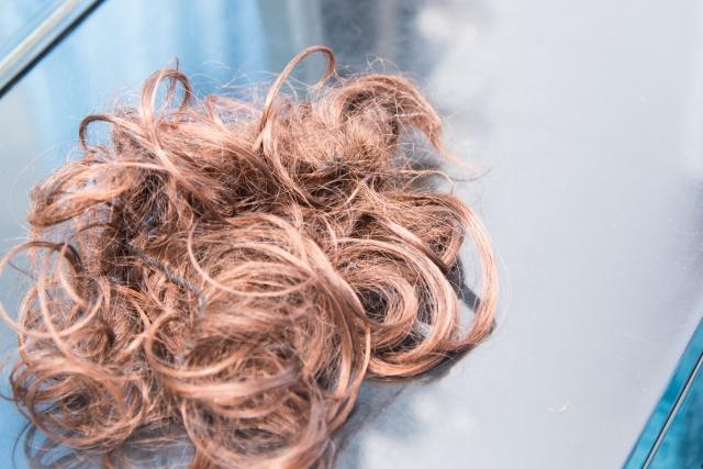 コンビニ バイト 髪